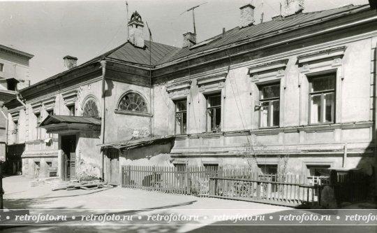 Палаты хованских южная сторона рядом